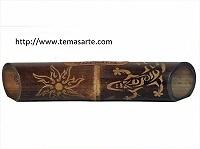 """Altavoz artesanal con tallado """"Sol/gecko"""" - Altavoces artesanales de bambú."""
