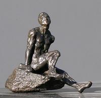 Arte Moreno - Mann auf Stein hockend