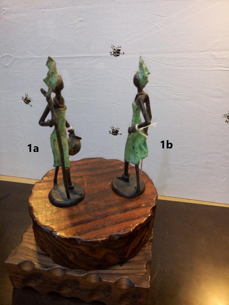 Bronces Africanos - Mujer con cántaro y mujer de paseo