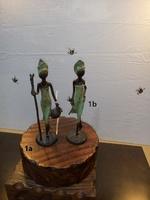 Afrikanische Bronzefiguren - Frau mit Wasserkrug und Frau für einen Spaziergang