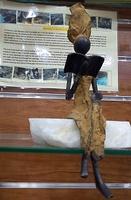 "Afrikanische Bronzefiguren - ""Frau sitzt Lesung II"""