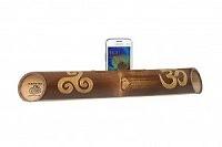 """Altavoz artesanal con tallado """"Triskel / Om"""" - Altavoces artesanales de bambú."""